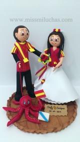 Enrique y Stefy viven y trabajan en Suiza, son seguidores de la selección española, y por eso de la morriña gallega, el pulpo y la empanada también son protagonistas en su figura.