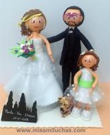 Paula, Fer e Itziar, el día de su boda en Santiago.